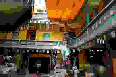 Ngôi chùa 150 tuổi làm từ 30 tấn mảnh sành ở Sài Gòn