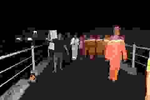 Đưa 5 ngư dân gặp nạn vào bờ an toàn