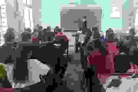 Chàng trai cai nghiện mở lớp học miễn phí giúp học sinh nghèo