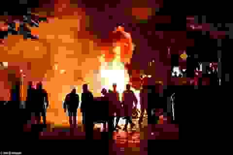 Cảnh sát phun vòi rồng dẹp hàng nghìn người biểu tình trước thềm G20