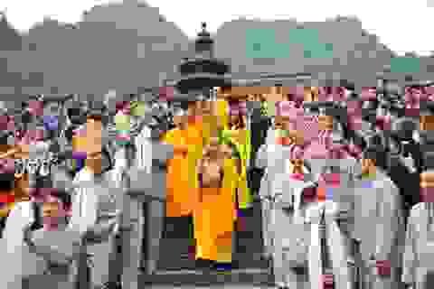 Hơn 120 nghìn du khách đổ về Chùa Hương trong 3 ngày đầu năm