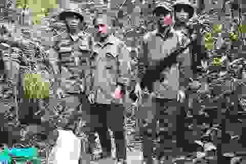 """""""Cựu quân nhân"""" dùng súng tiểu liên AK đi săn thú rừng"""