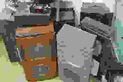 Phá đường dây trộm cắp và tiêu thụ đồng hồ cũ