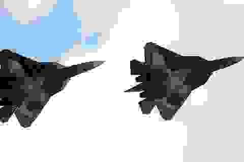 Cặp đôi T-50 đồng diễn gây choáng ngợp tại triển lãm hàng không