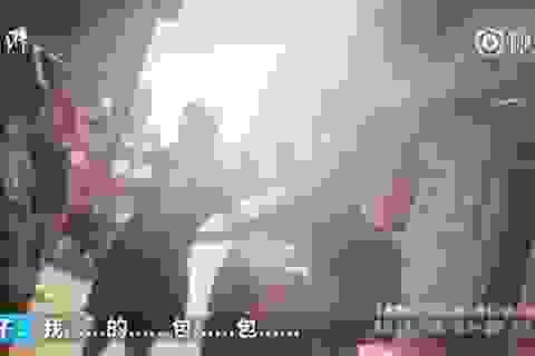 Khách Trung Quốc giả làm người nước ngoài để... quỵt tiền bữa ăn
