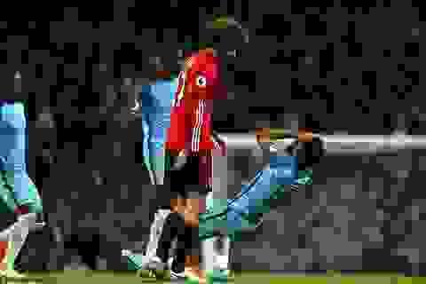 Fellaini nhận thẻ đỏ, MU vẫn xuất sắc cầm hòa Man City