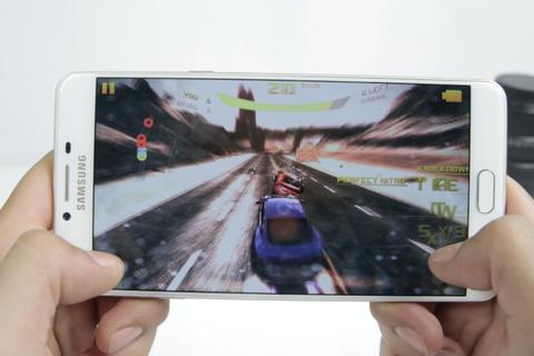 Trải nghiệm nhanh khả năng chơi game trên mẫu Galaxy C9 Pro