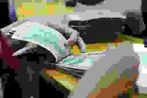 Giá USD tiếp tục tăng cao