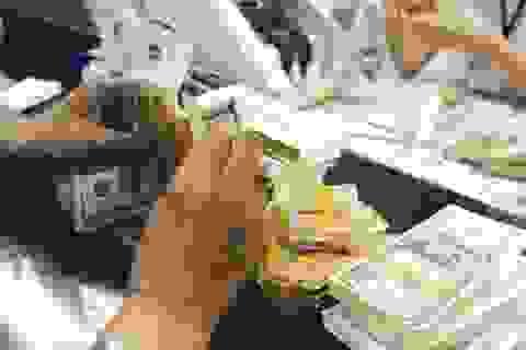 Giá vàng và USD biến động bất thường