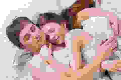 Dành thời gian cho bạn bè và gia đình sẽ giúp bạn ngủ ngon hơn