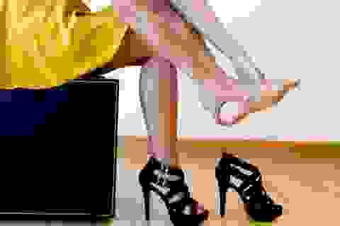 Nên suy nghĩ 2 lần trước khi mang giày cao gót