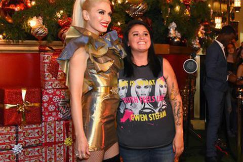 """Gwen Stefani trẻ trung bên fans """"ruột"""""""