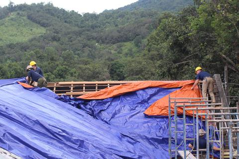 Hải quân Mỹ sửa chữa trường học cho học sinh Việt Nam