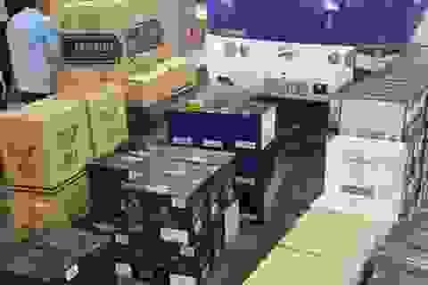 Xe khách chở hàng ngàn chai rượu ngoại nhập lậu