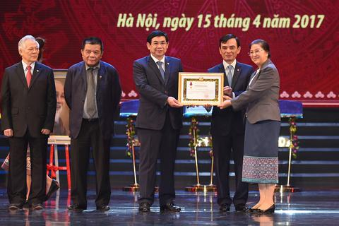 Thủ tướng Nguyễn Xuân Phúc: BIDV phải nâng tầm cỡ để trở thành một ngân hàng thương mại hàng đầu khu vực