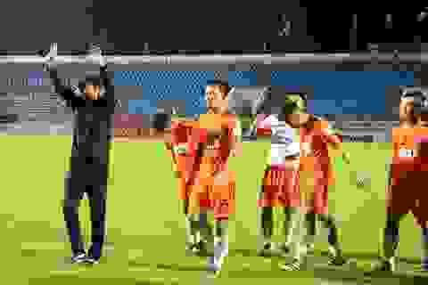 HLV Lê Huỳnh Đức chia tay khán giả Đà Nẵng