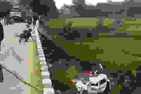 1 người tử vong, 5 người bị thương trong chiếc taxi bẹp dúm