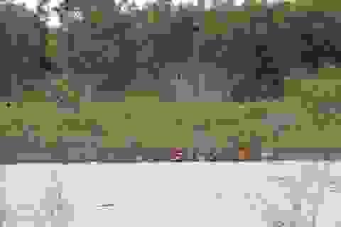 Một người rơi xuống cầu kênh, sau 2 ngày tìm kiếm vẫn mất tích
