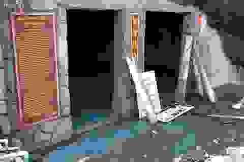 Đảo Lý Sơn: Sạt lở nghiêm trọng đe dọa thắng cảnh chùa Đục