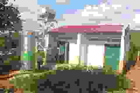 Công trình nước sạch nằm ngay trong nhà vệ sinh trường học!