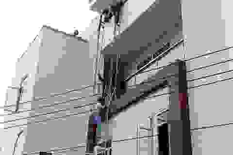 Dùng thang giải cứu nhiều người mắc kẹt trong đám cháy khách sạn