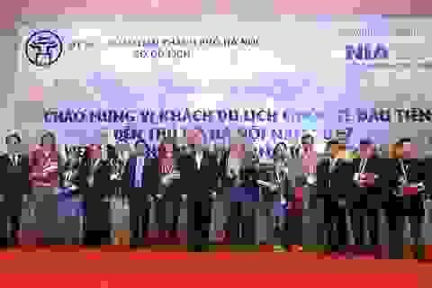 Ông Nguyễn Thiện Nhân chào đón vị khách quốc tế đầu tiên đến Thủ đô năm 2017