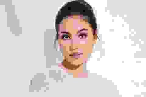 Hoa hậu Phạm Hương trở lại với công việc giảng dạy