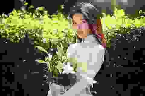 """Tháng Tư - Mùa """"thiếu nữ bên hoa huệ"""""""