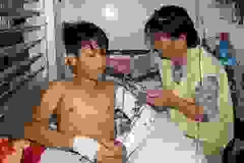 Bị tai nạn khi lái máy cày mưu sinh, cậu bé 15 tuổi nguy cơ mất cánh tay