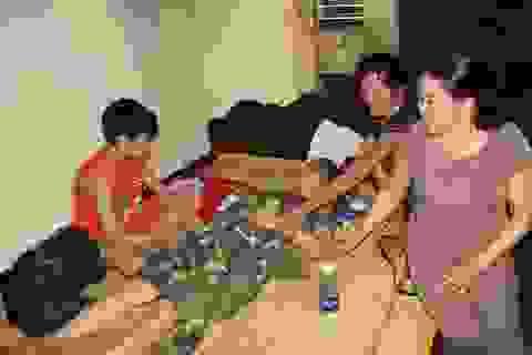 Cha mất sớm, nhà cháy rụi, 4 chị em gái khốn khó bên người mẹ bị bệnh tim