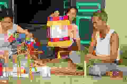 Du khách nhí mướt mồ hôi chơi các trò dân gian tại Hoàng thành Thăng Long