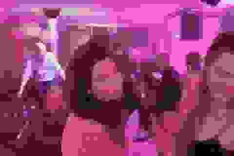 Rò rỉ video Hoàng tử Anh William nhảy trong hộp đêm