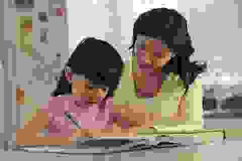 """Dạy con """"tập làm văn"""" thử thách tính kiên nhẫn của cha mẹ"""