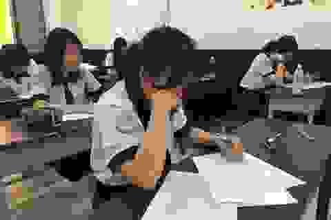 TPHCM: Học sinh làm kiểm tra tập dượt trước kỳ thi THPT quốc gia