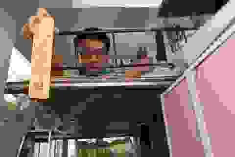 """Cuộc sống """"nóng như lò"""" của người nghèo Hong Kong"""