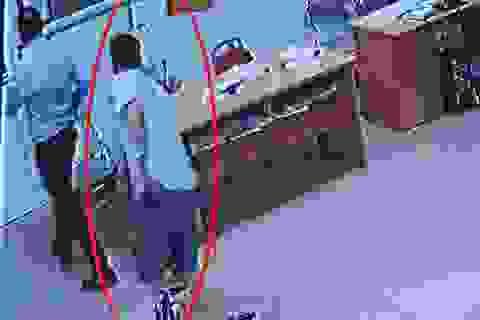 Bác sĩ bị hành hung trong phòng cấp cứu: Chủ tịch phường bị khiển trách