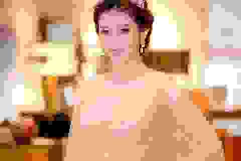 Huyền My đại diện Việt Nam dự thi Hoa hậu Hoà bình Quốc tế 2017