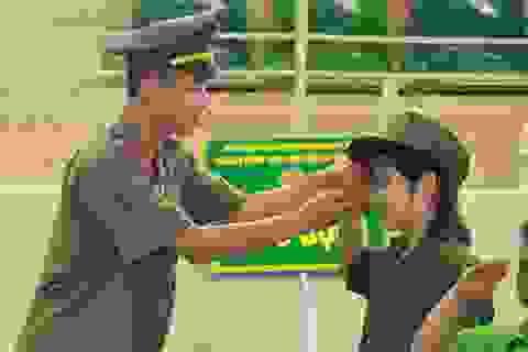 Trẻ học làm chiến sĩ công an trong kỳ nghỉ hè