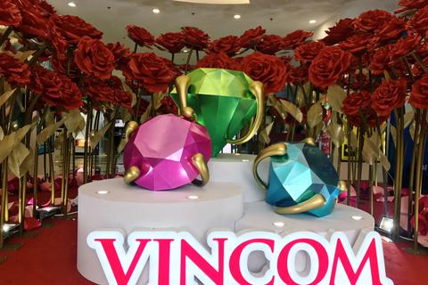Vincom tôn vinh phụ nữ Việt với kim cương và hoa hồng
