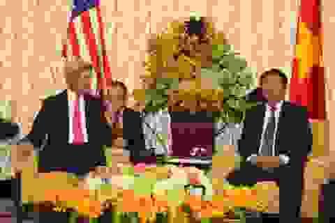 Ngoại trưởng Mỹ John Kerry chào xã giao Bí thư Thành uỷ TPHCM