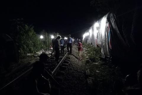 Vụ tàu SE3 bị lật tại Quảng Bình: Đường sắt Bắc - Nam đã thông tuyến trở lại