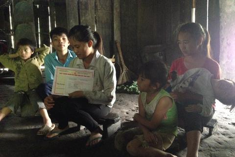 Nữ sinh người Mông trúng tuyển ĐH Luật Hà Nội có nguy cơ phải bỏ học vì nhà nghèo