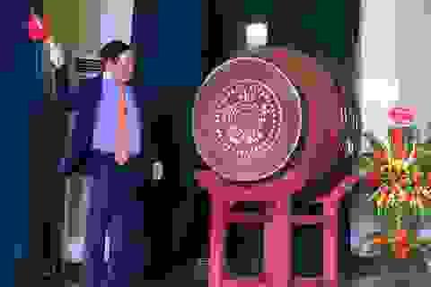 Phó Thủ tướng Vương Đình Huệ đánh trống khai trường tại trường chuyên Khoa học tự nhiên