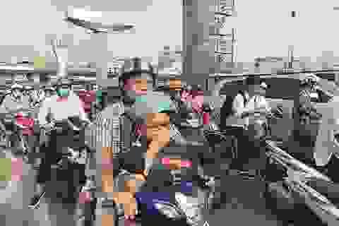 Đường phố Hà Nội ùn tắc nghiêm trọng trong ngày khai trường