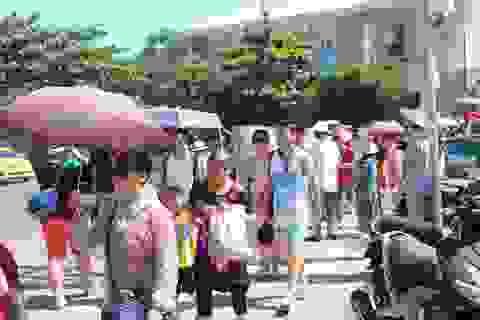 Nha Trang: Du lịch biển đảo đông nghẹt du khách dịp cuối tuần