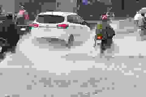 Sài Gòn lại có mưa trái mùa trên diện rộng