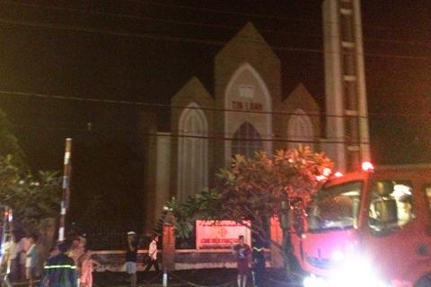 Cháy kèm nhiều tiếng nổ trong nhà thờ Tin Lành