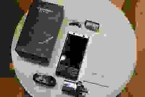 Đập hộp Blackberry KeyOne tại Việt Nam, giá 18,5 triệu đồng