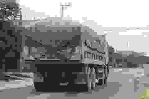"""Ninh Bình: Đoàn xe """"siêu tải"""" ngang nhiên tung hoành trên tỉnh lộ có sự tiếp tay?"""