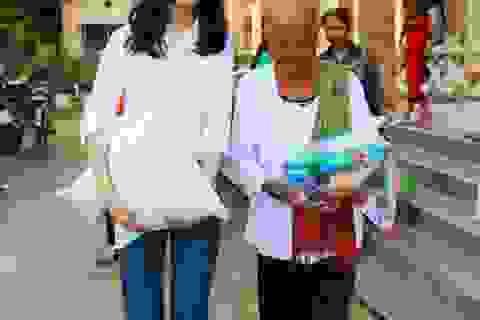 Hoa hậu Đại Dương và Á khôi Nam bộ trao quà cho bà con Khmer nghèo